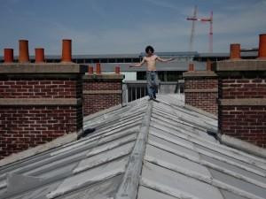 UN+homme+sur+le+toit-2
