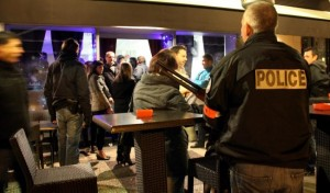 Police controle bar chicha